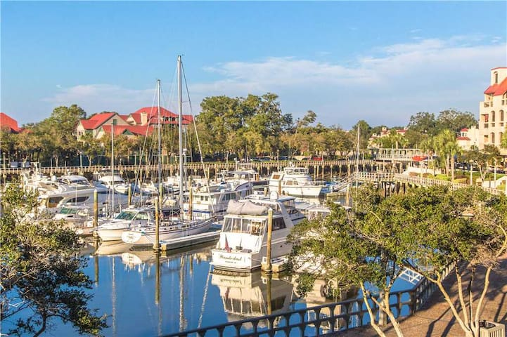 7138 Harbourside | Marina View from Private Balcony | Complex Pool | Walk to Dining & Shopping