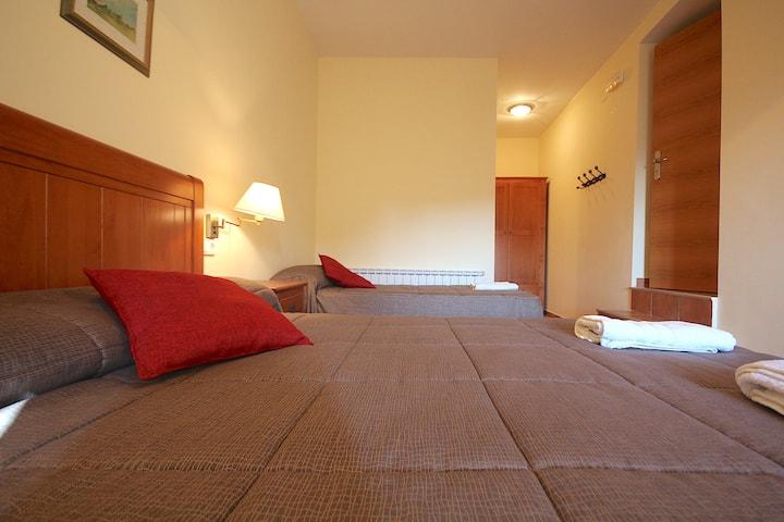 Centre del Montsec - 207 - Triple Room