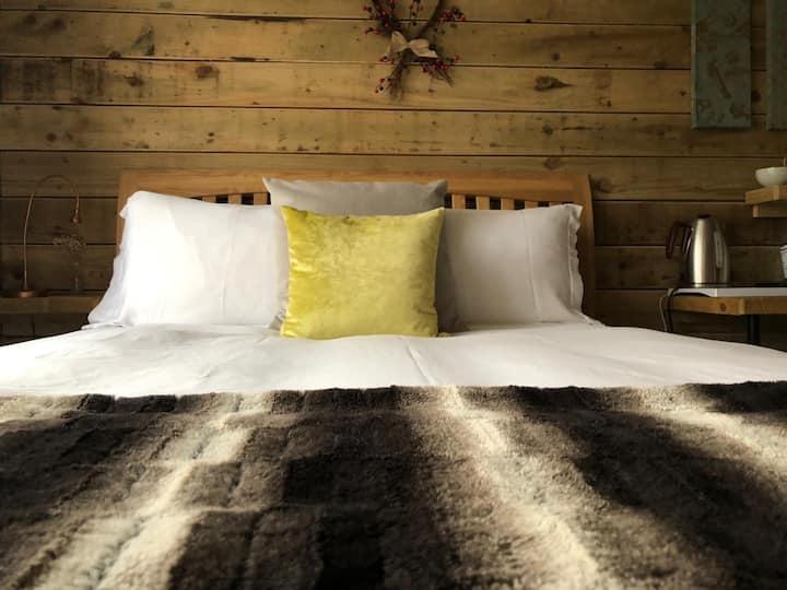 Cute & Cosy Cabin, Hindhead