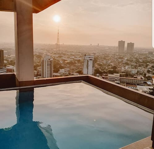Amazing Roofdeck Sky and Pool View