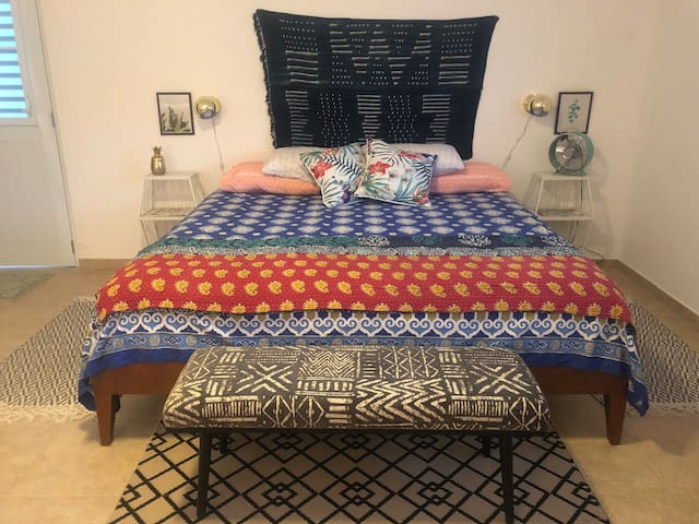 King bed, Pineapple Room