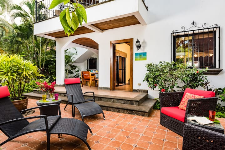 Casa Valencia, Luxurious 3Bdr Steps from the Beach