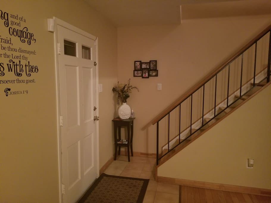 Front Door Foyer Pic 2
