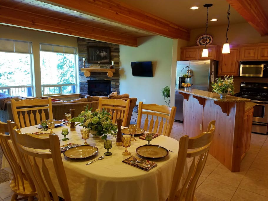 Dining table can be expanded for additional seating