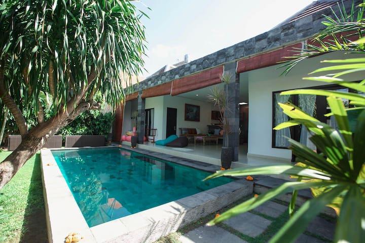 Kubu D'Bucu Legian. 2BR Pool Villa.10 min to beach