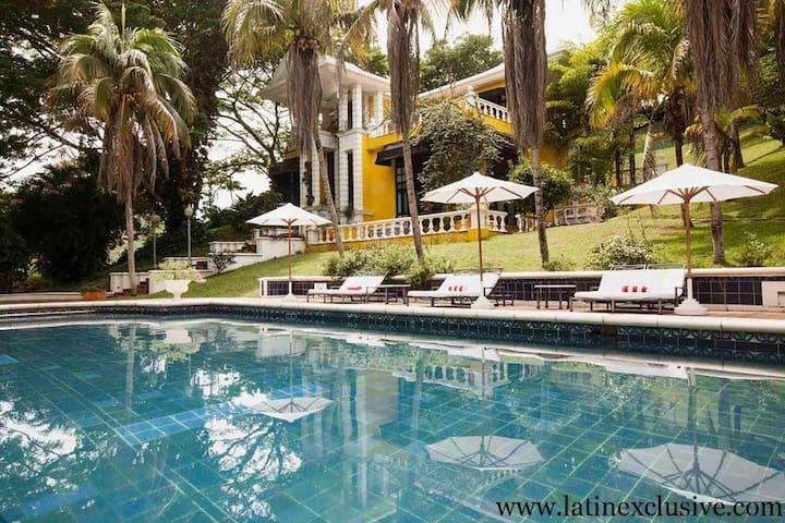 Cap001 - Luxury farm with 4 suites in Carmen de Apicala