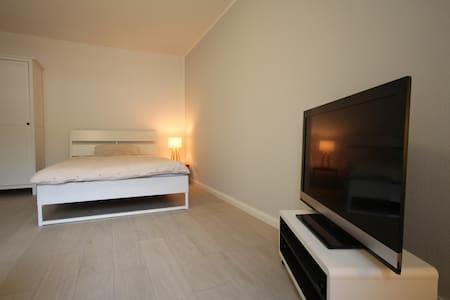 Stylish city apartment with private parking space - Bonn