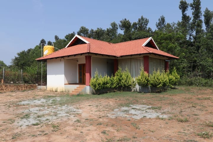 BUDGET HOMESTAY FOR 10ADLUTS ONLY 2ROOM