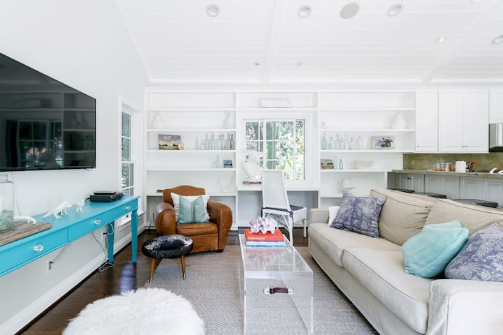 Bright, Airy House Close to Rose Bowl
