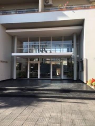Departamento en Olivos , excelente vista y lugar - Olivos - Apartamento