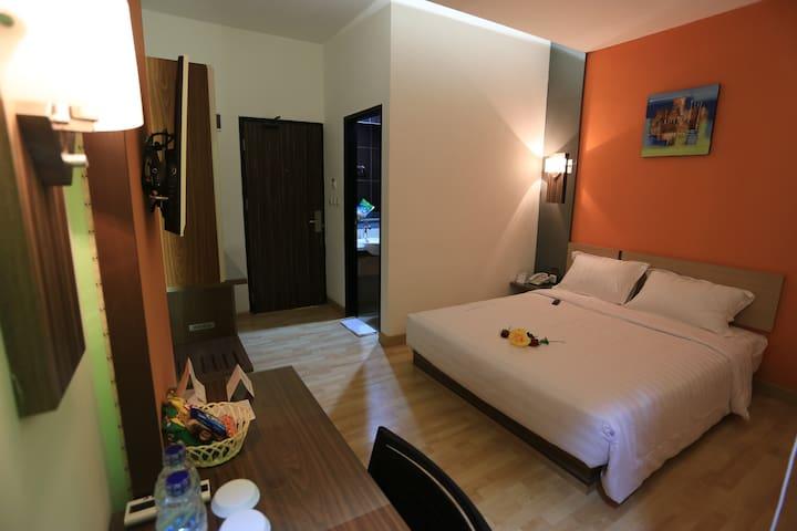 de'nearby hotel