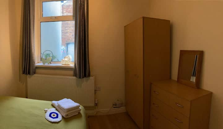 Cossy Double Bedroom Stay within reach of the city