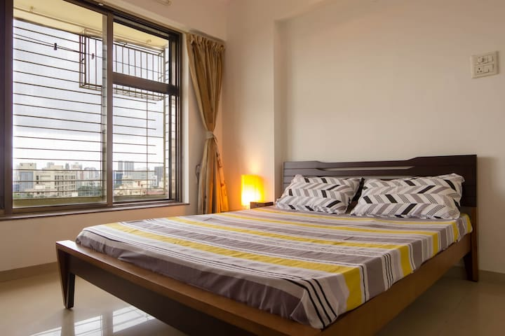 Safe, Spacious & Suave AC room in Mumbai Suburbs - 孟買 - 公寓