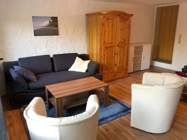 Sitzecke mit ausklappbarer Couch