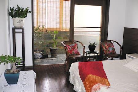 安德门地铁站附近康润园小区,高楼层宽敞明亮,室内配置齐全,装饰高雅大方 - Nanjing