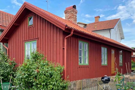 Charming backyard cottage in central Varberg