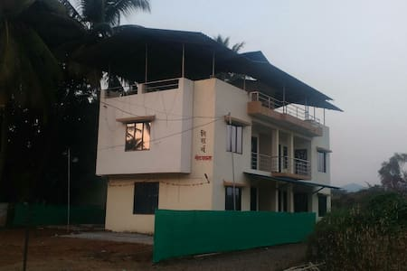 NisargHouse - 10 mins from Alibaug Beach (7 Rooms) - Pensione