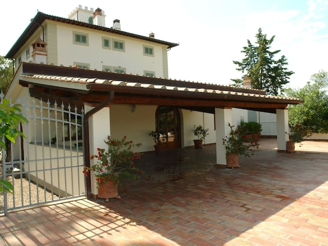 """Dependance"", 2-room house in Castelfiorentino"