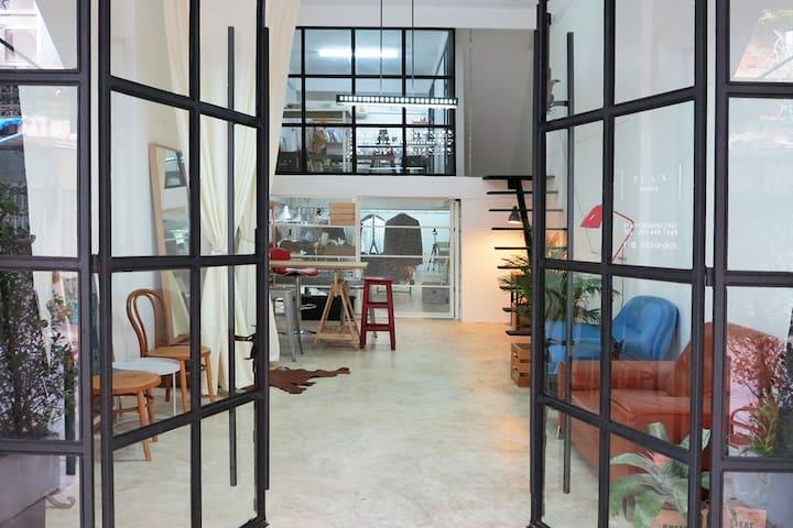 Designer's loft next to skytrain. - Bangkok - Podkroví