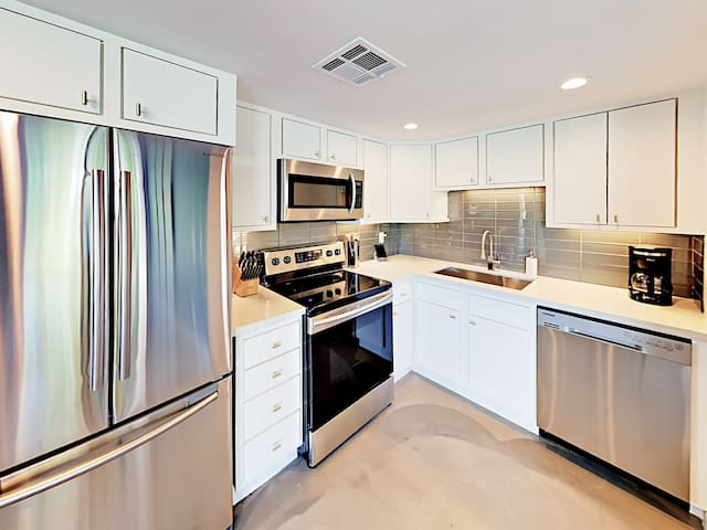 Find everything you need in the well-equipped kitchen, including a starter supply of dish soap and paper towels.