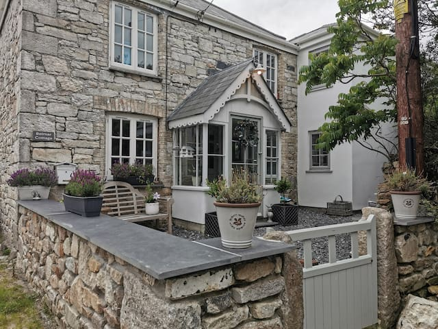Characterful Cornish Cottage.