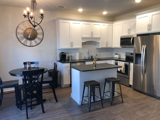 Downtown 2 Bedroom @ the Junction
