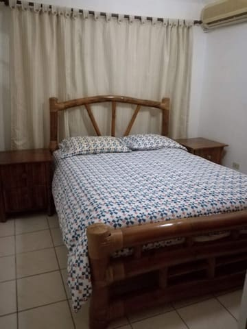 Private double bedroom available in La Casa Blanca