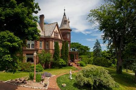 Historic Henderson Castle Inn. - 卡拉馬祖(Kalamazoo)