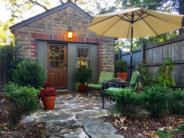 Cozy Carriage House in Downtown Florence, AL - Firenze - Hus