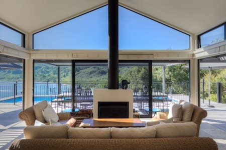 Luxury Villa Accomodation in Taupo - เทาโป
