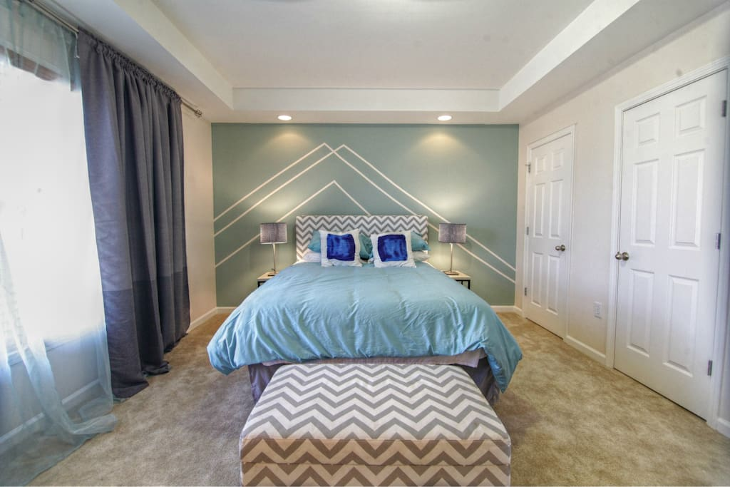 Master Bedroom w/ sitting area. Room for an inflatable twin if needed.