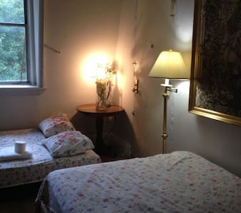 3AA semi-studio in guesthouse. . - New York