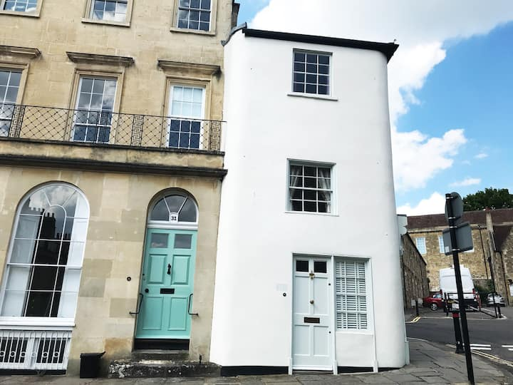 CENTRAL 1 Bed Cottage w/Parking ISOLATION FRIENDLY