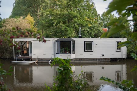 Charming houseboat including 2 citybikes