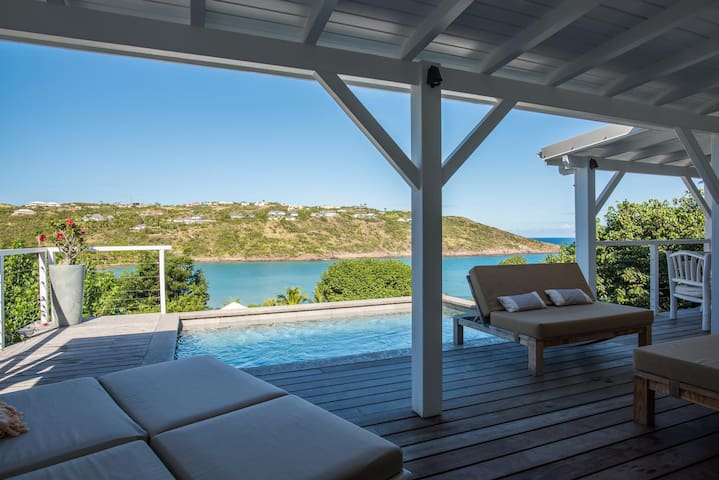 Gorgeous Private Swimming Pool, Walking Distance to Marigot Beach, Ocean-Front Terrace