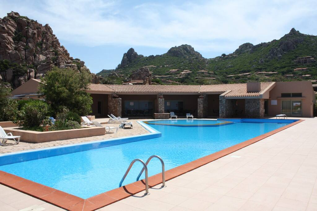 Swimming pool (length of 25 m; Height of 90 cm and 2.30 m) and club house (wifi area)