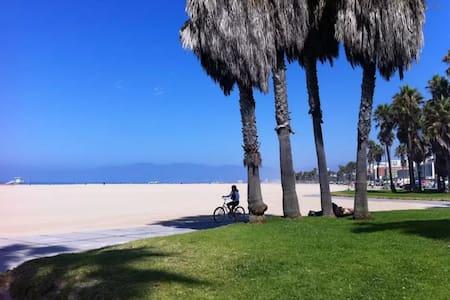 Prefect Location Apt by the Beach - Santa Monica