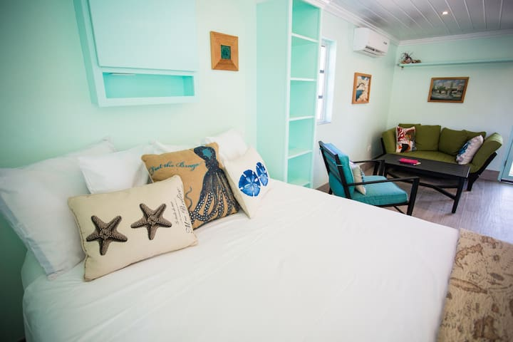 """""""One thing I particularly was so happy to find at this stay was nice cotton bed linens, great pillows, a nice firm bed, and nice clean bath towels. The only downside to our stay was that we had to leave. :-)"""" Lisa Jan 2021"""