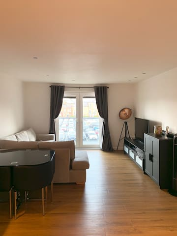 Spacious city centre apartment with parking
