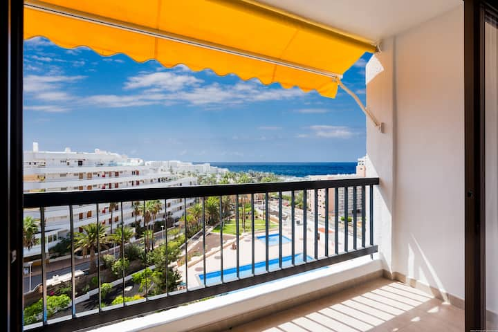 Newly refurbished, ocean views, 100m to the beach
