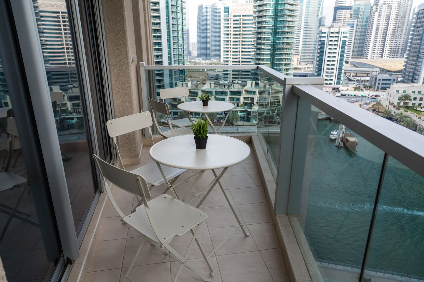 Seating area for 4 guests in balcony