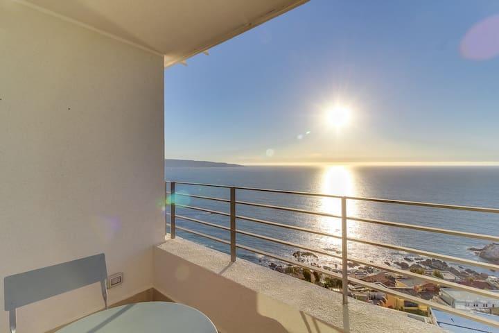 Studio apartment with panoramic ocean views, shared pool, sauna & gym