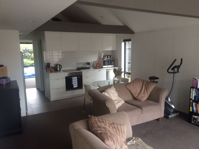 Bright and comfortable 1 Bed Apt. - Christchurch - Wohnung