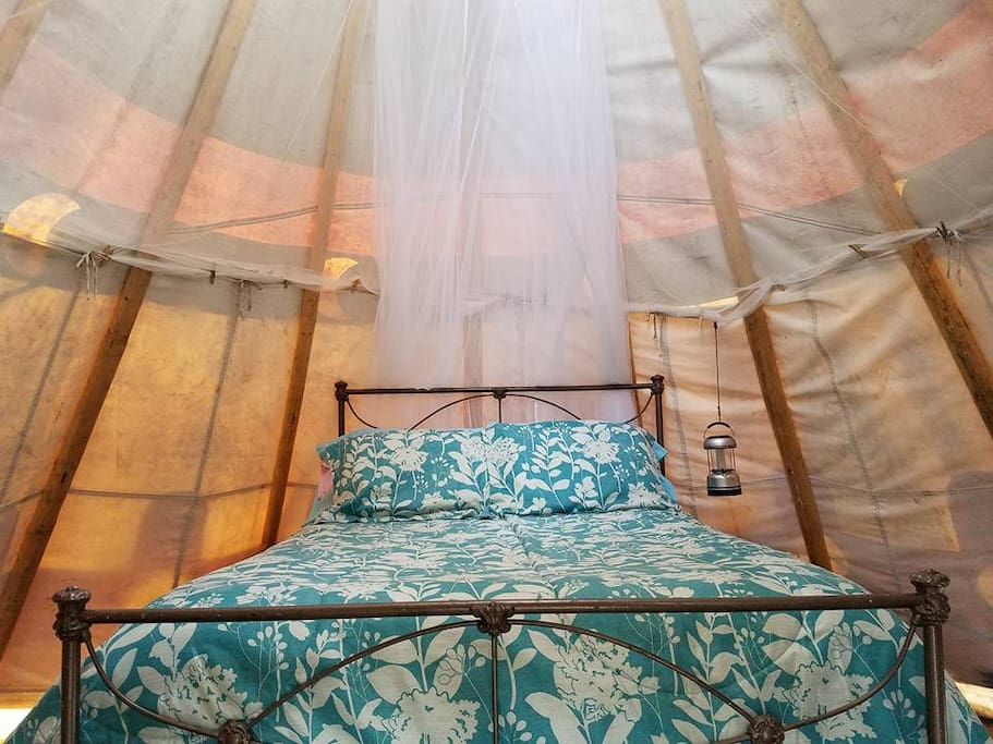 Comfy double bed, extra blankets, tipi liner