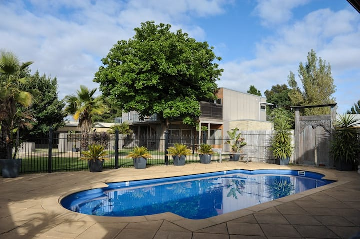 Barossa Valley Apt 1 offers 2 bedrooms 2 bathroom