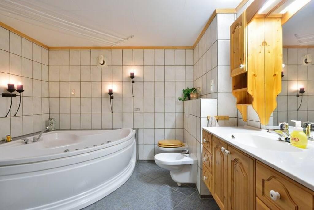 Hovedbad/main bathroom