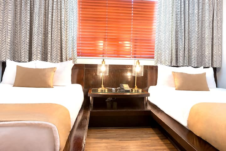 Cozy Room with Two Double Beds in the Art Deco District and Near the Beach