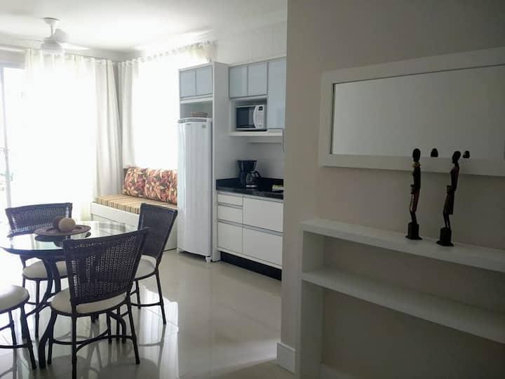 Lindo apartamento, 20 metros da praia. 4 pessoas