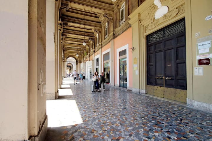 Entrance on the street Piazza Vittorio Emanuele II n°55 on the right of the frontdoor, our plate bordeux A Casa di Mei Guesthouse....ring the bell :D