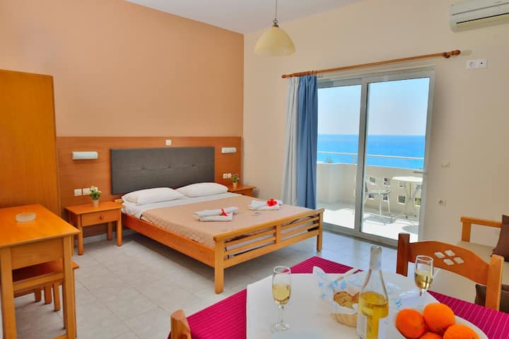 falassarna beach -studio with sea view